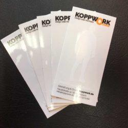 Aufkleber auf glänzender Transparentfolie mit Weissdruck